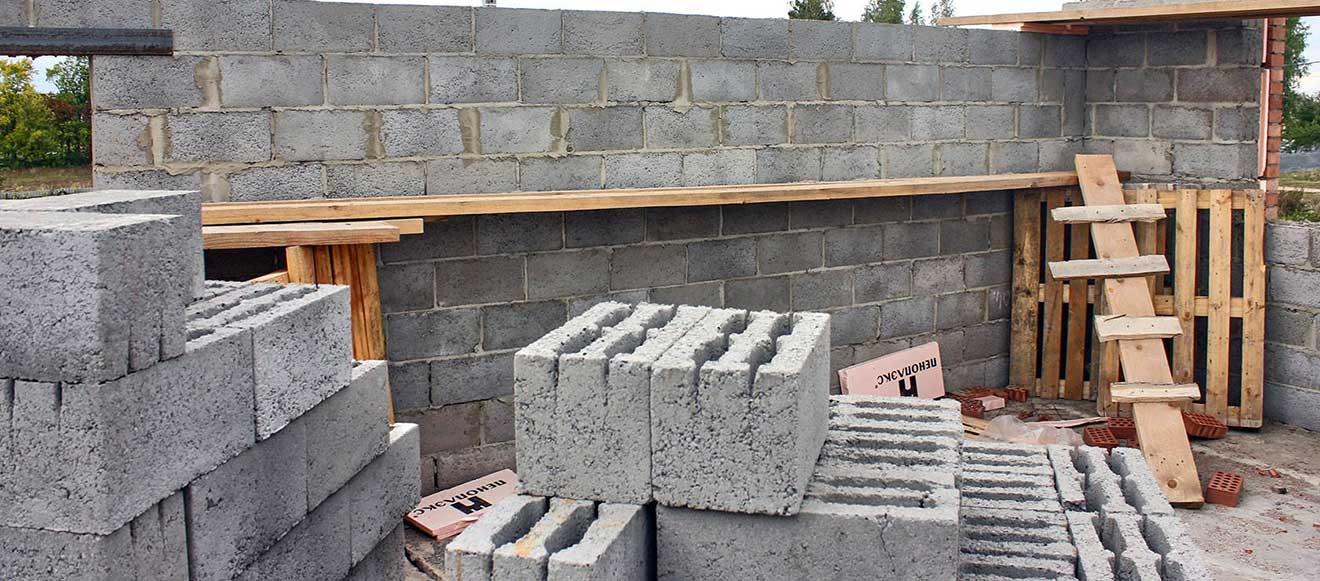 Возведение стен из керамзитобетонных блоков