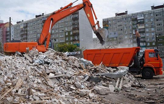 Вывоз мусора после демонтажа здания